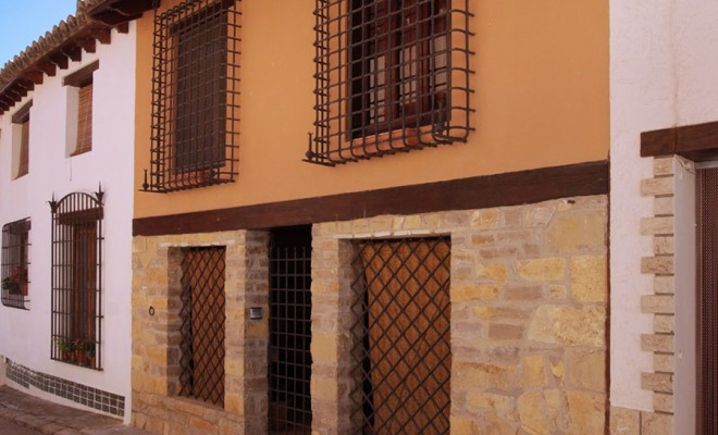 RÚSTICA AEDIFICA Rustic homes. Genuine 2, 3 and 4-bedroom town houses. Finished with top-quality elegant materials. Fitted with heating and sanitary water fuelled by biomass. Home automation in each home. Location: The province of Teruel