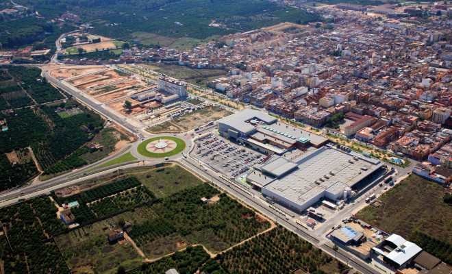 CARCAIXENT RESIDENTIAL ESTATE Emblematic project Surface area distributed: 17,500 m² Construction of 400 homes in a block and shopping areas Location:  Carcaixent – Valencia
